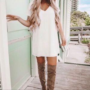 Dresses & Skirts - Lulu's white shift dress